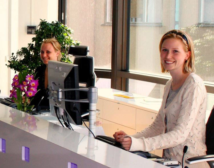 receptionistes van facilitiaire dienst in artikel demand management les